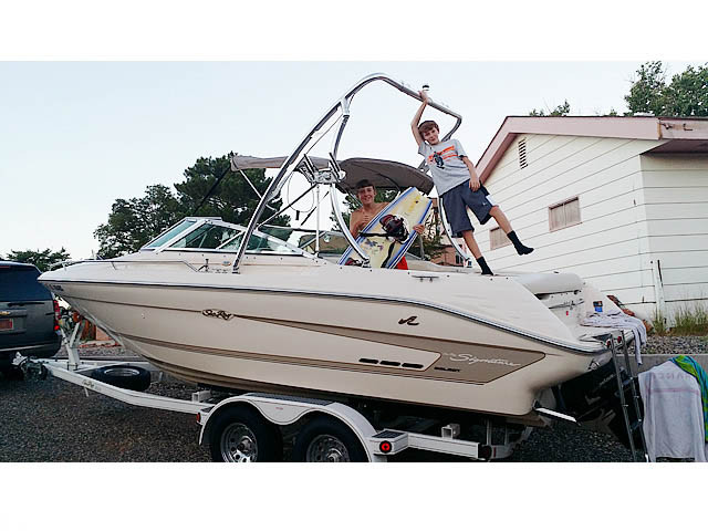 1994 Sea Ray Signature Select 220 with Ascent Wakeboard