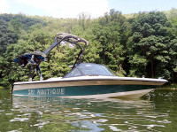 1995 Ski Nautique Signature Edition  with FreeRide Wakeboard Tower
